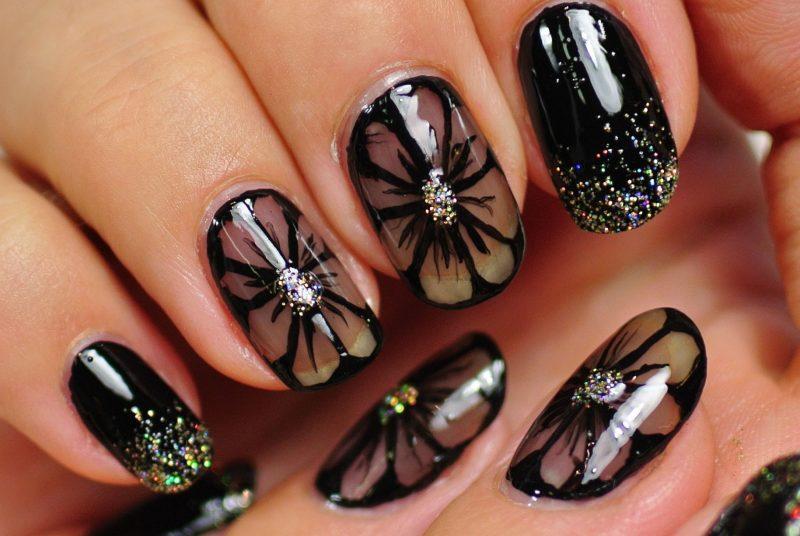 Nageldesign Schwarz Glitter und Blumen