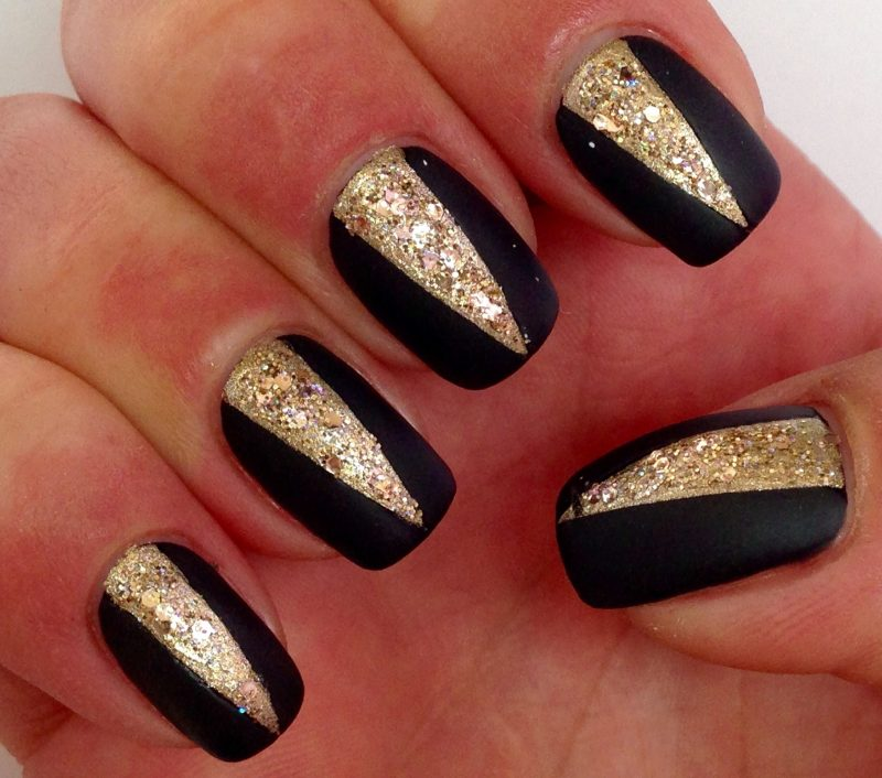 Nageldesign Schwarz Gold