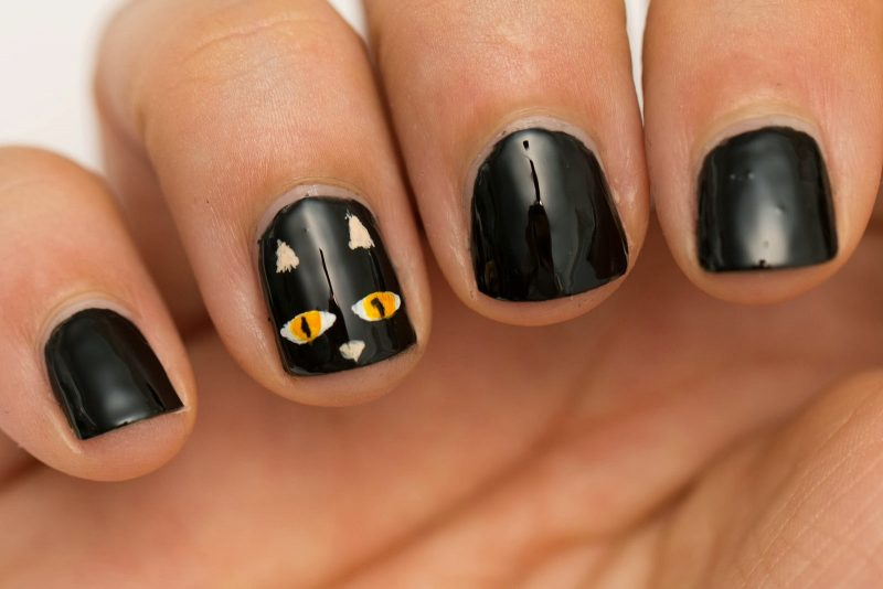 Nageldesign Schwarz Halloween Idee