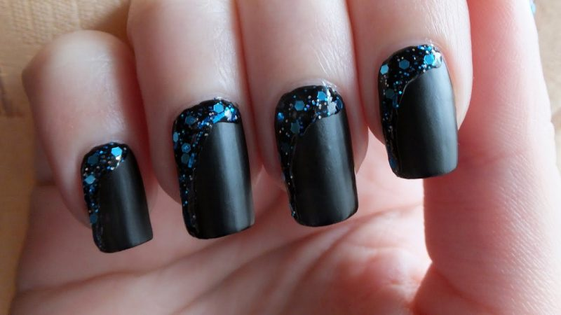 Top Trend Nageldesign 2017:  Schwarz Matt