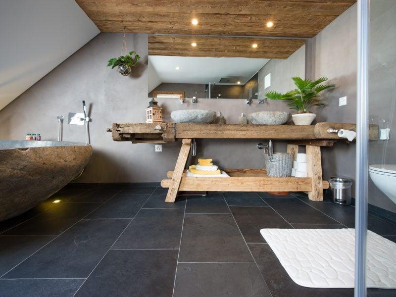 natursteinboden-im-badezimmer