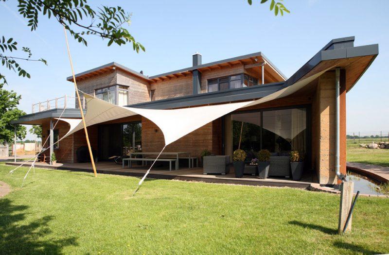 Ökohaus wird aus Holz und Lehm gebaut