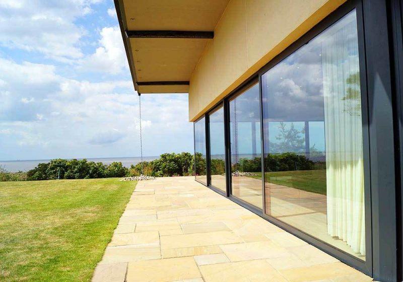 Ökohaus wird häufig mit großen Fenster gebaut