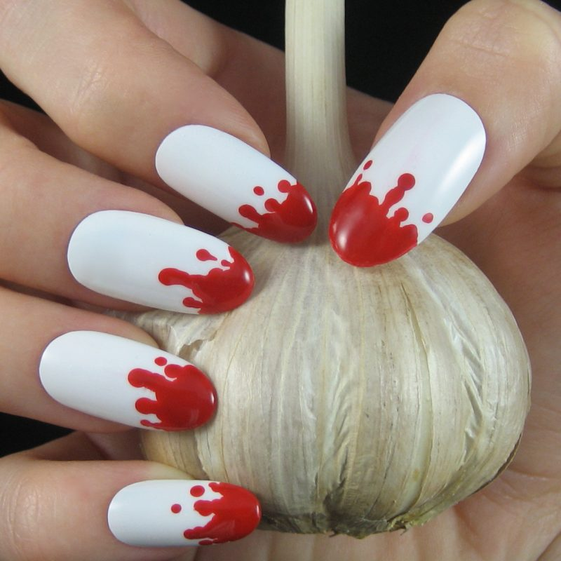 Rot Nageldesign für Halloween