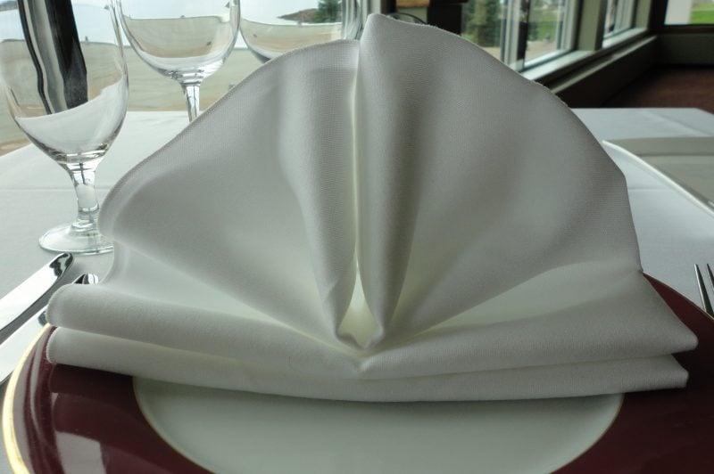 Servietten Falten Fächer in Weiß