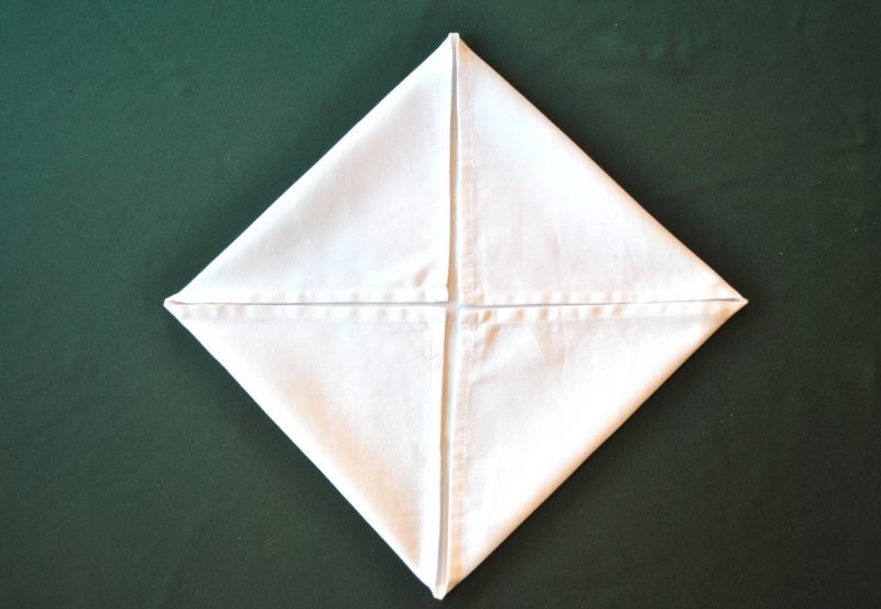 servietten-falten-seerose-anleitung-2