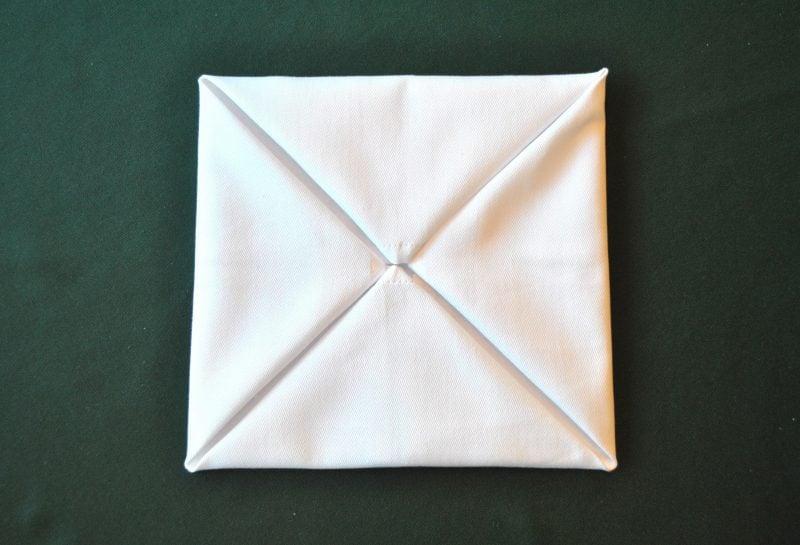 servietten-falten-seerose-anleitung-3