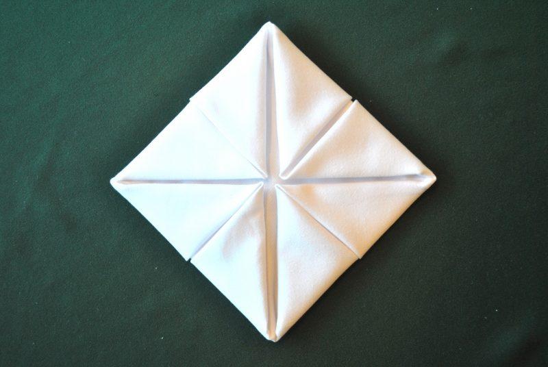 servietten-falten-seerose-anleitung-5