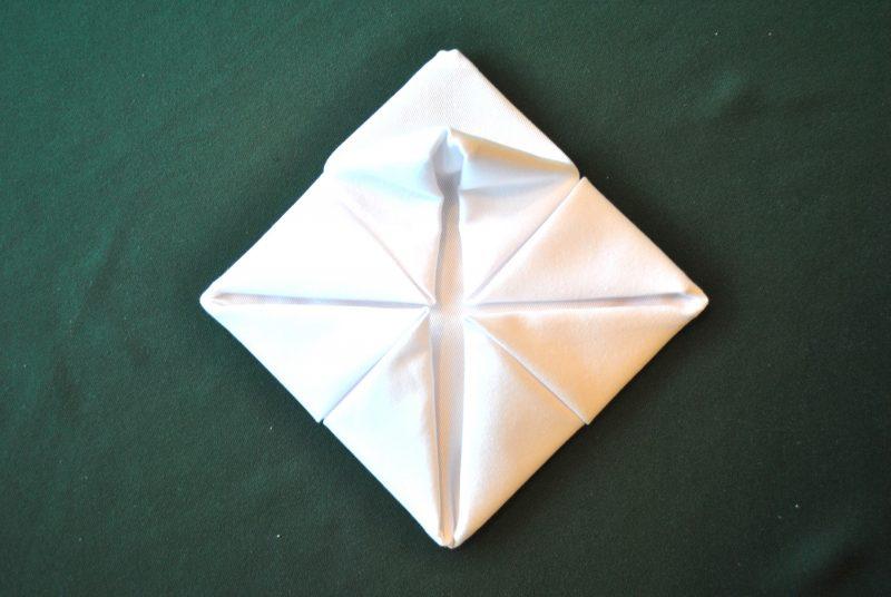 servietten-falten-seerose-anleitung-6