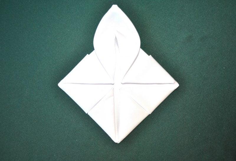servietten-falten-seerose-anleitung-7