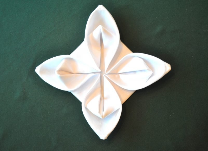 servietten-falten-seerose-anleitung-8