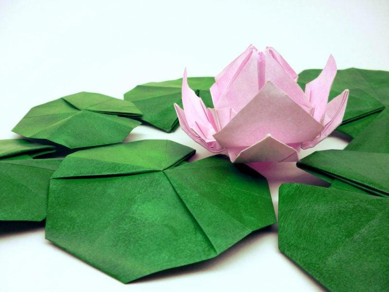 servietten-falten-seerose-deko-aus-papier