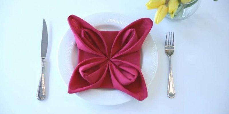 servietten-falten-seerosein-rot
