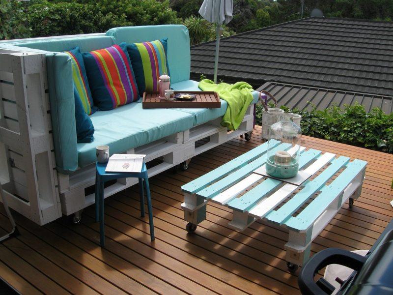 Sofa aus Europaletten für den Balkon