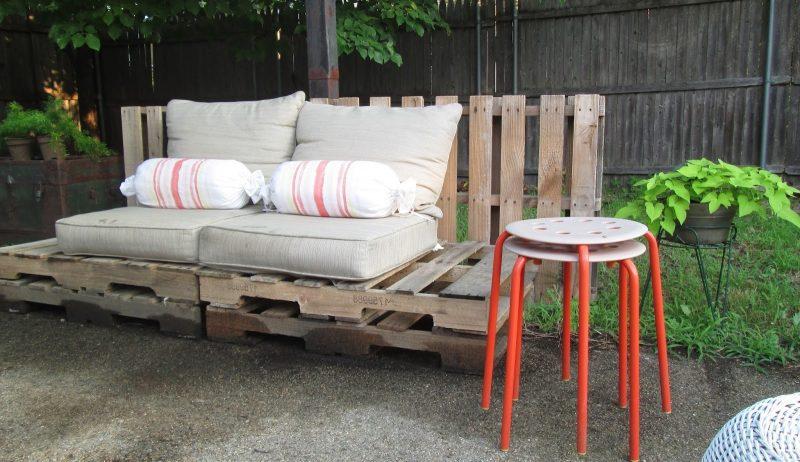 Sofa aus Europaletten eignet sich perfekt für Aussen und für Innen