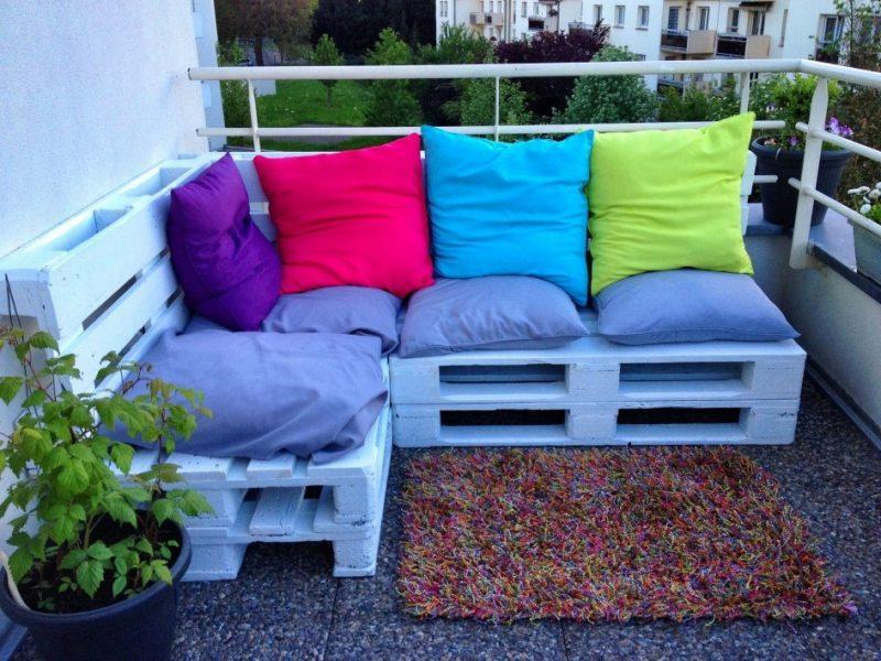 Sofa aus Europaletten: Färben Sie die Paletten