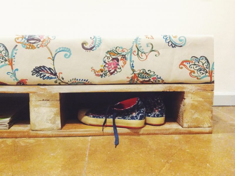 Sofa aus Europaletten bietet Platz für alles