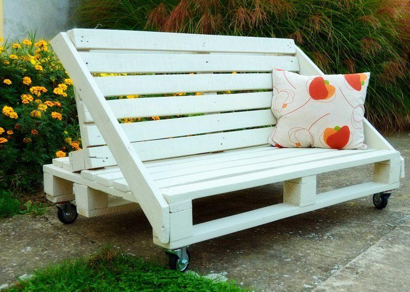 Sofa aus Europaletten mit kreativem Design