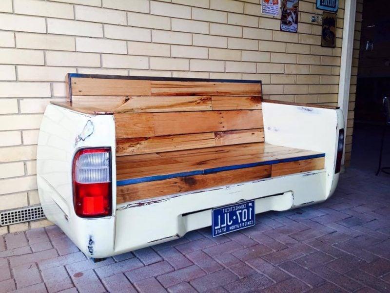 Kreative Idee für Sofa aus Europaletten mit Autoteilen