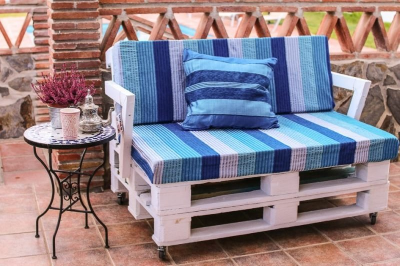 Kreative Idee für Sofa aus Europaletten