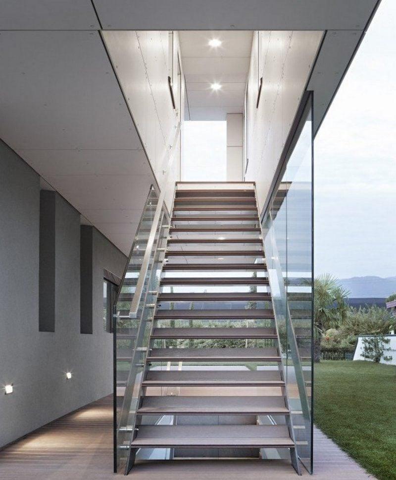 Stahltreppen außen mit Glasgeländer