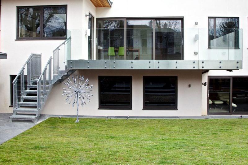 Stahltreppen außen moderne Fassade