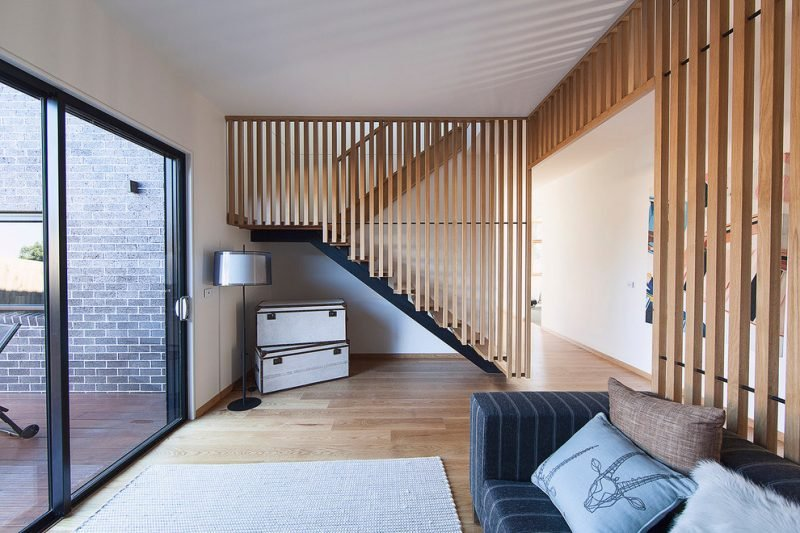 Treppengeländer selber bauen aus Holz im Innendesign