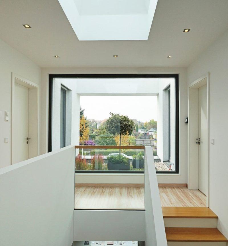 Treppengeländer selber bauen - Kombination von Beton und Glas