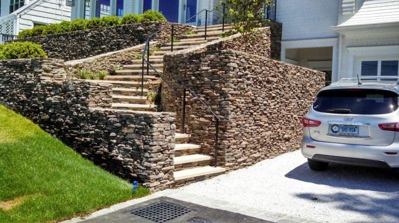 Treppengeländer selber bauen aus Metall und Holz
