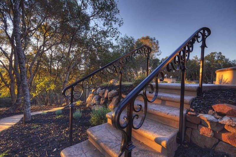 Treppengeländer selber bauen aus Metall