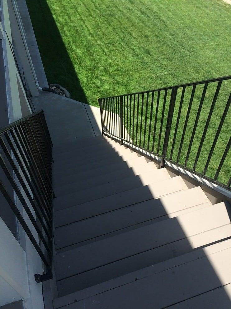 Treppengeländer selber bauen moderne Fassade