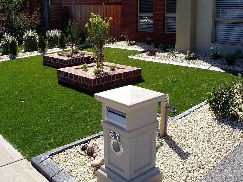 Vorgärten mit Kies und Gras