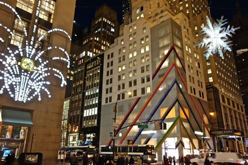 5th Ave during Christmas in NYC