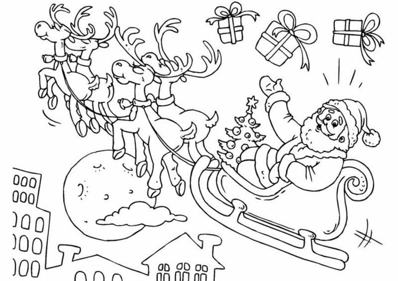 Ausmalbilder zu Weihnachten Weihnachtsmann trägt die Geschenke mit seinem Schlitten und den Rentieren