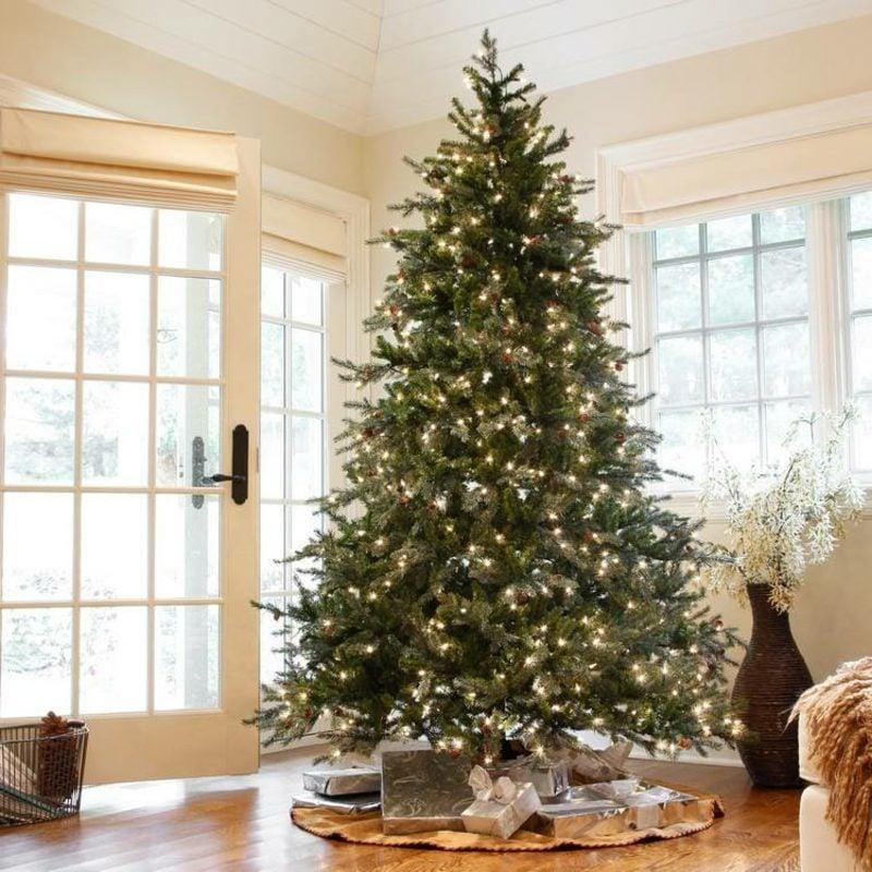 Dekoideen zu Weihnachten Christbaum Lichterketten