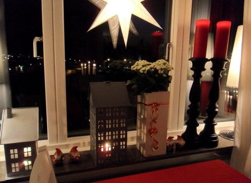 Kerzen Fensterbank Dekoideen zu Weihnachten