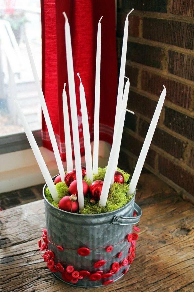 Eimer mit Kerzen Fensterbank Dekoideen zu Weihnachten