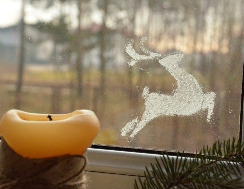 Fensterbilder zu Weihnachten Hirsch aus Kunstschnee