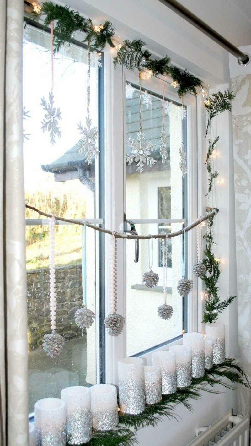 Fensterbilder zu Weihnachten Kerzen Schneeflocken Tannenzapfen