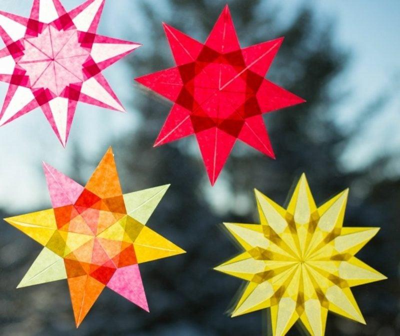 Fensterbilder zu Weihnachten bunte Sterne aus Papier