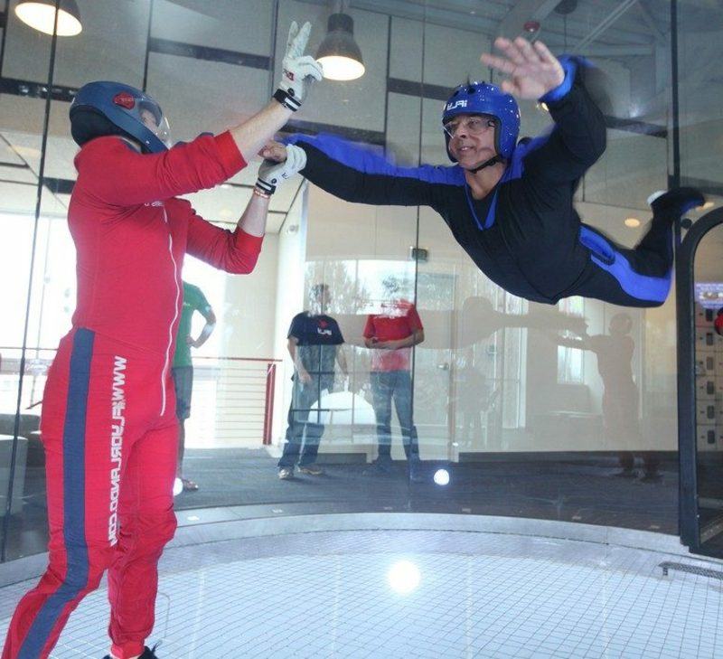 Geschenke für Männer zu Weihnachten Indoor Skydiving Erlebnisgeschenk