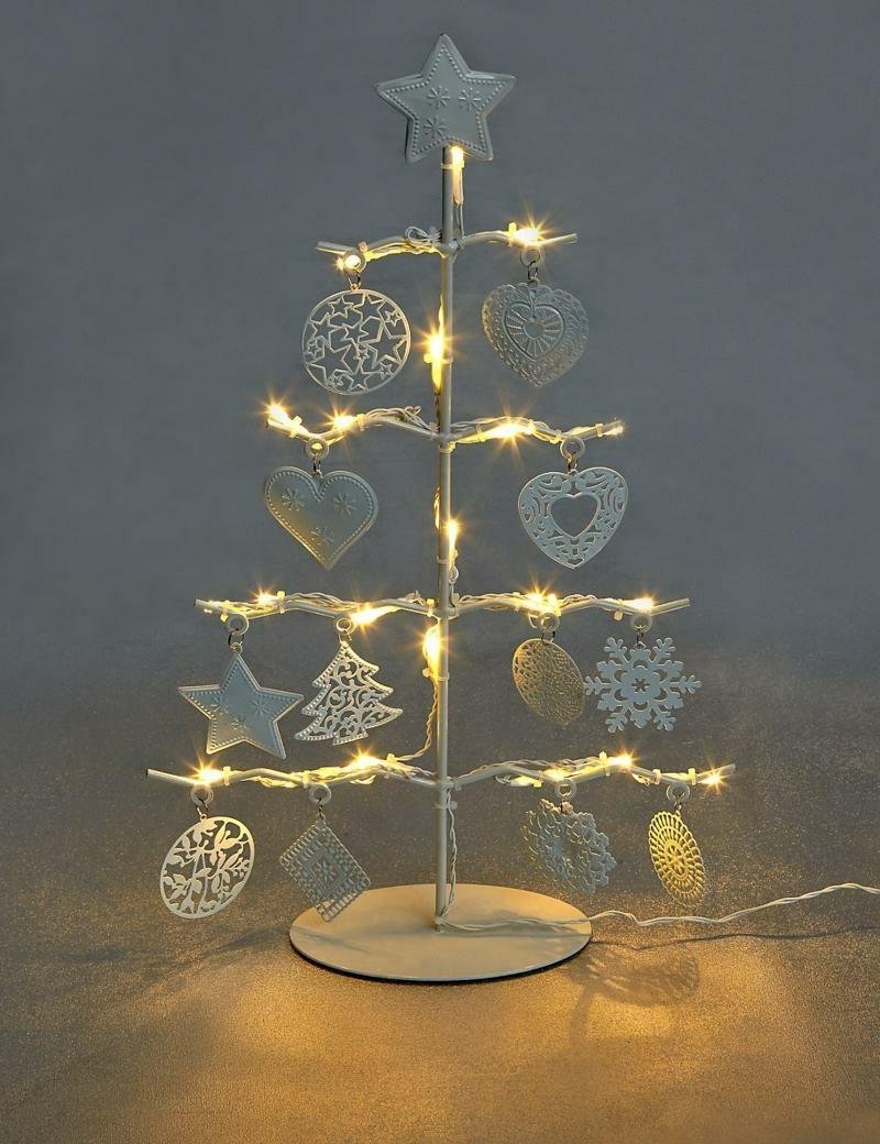 Dekoideen zu Weihnachten Lichterketten Christbaum