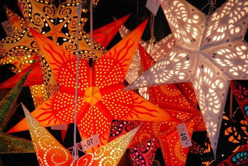 farbige Weihnachtssterne aus Papier DIY