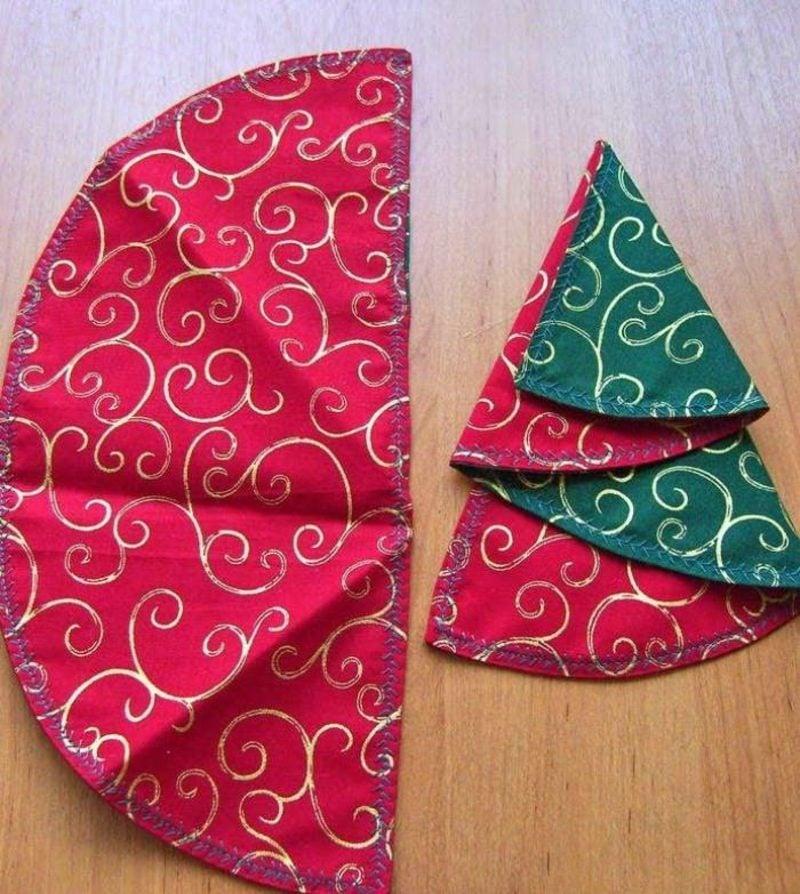 Servietten falten zu Weihnachten Tannenbaum selber machen