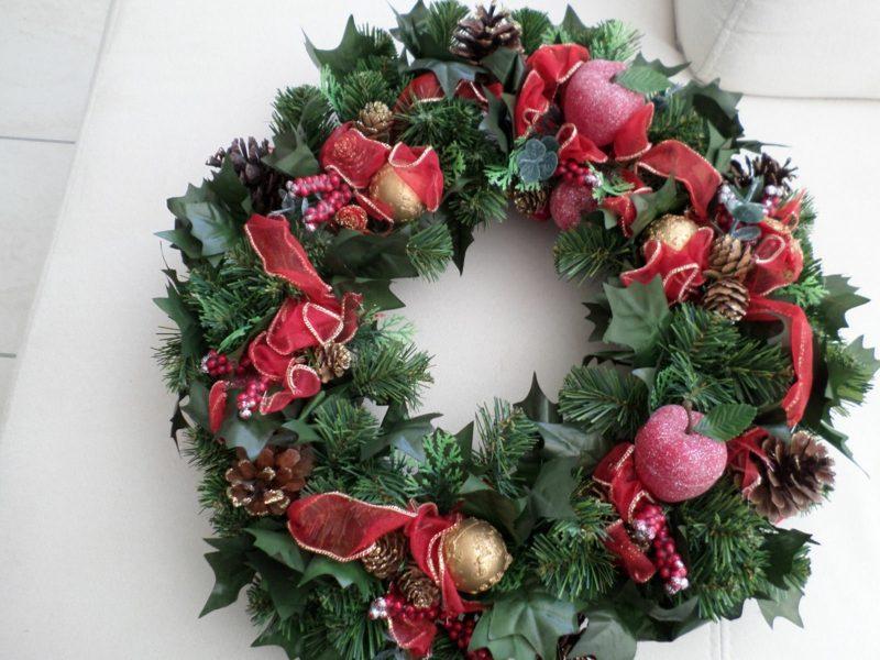 Dekoideen zu Weihnachten Aussenbereich herrlicher Kranz