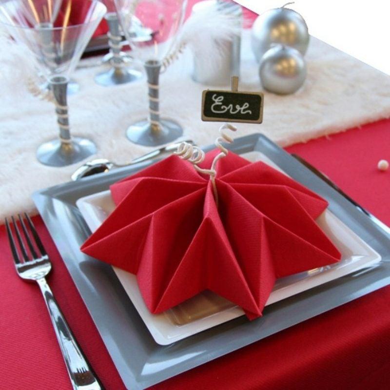 attraktiver roter Stern als Tischdeko Servietten falten zu Weihnachten