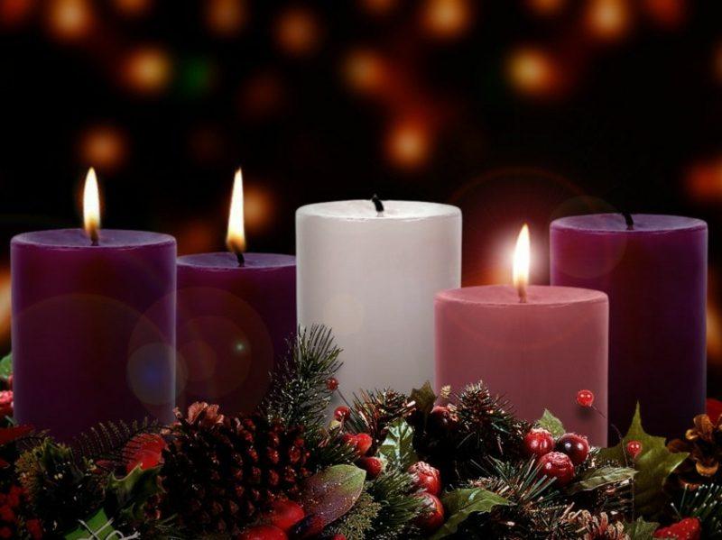 Weihnachten Adventskranz brennende Kerzen