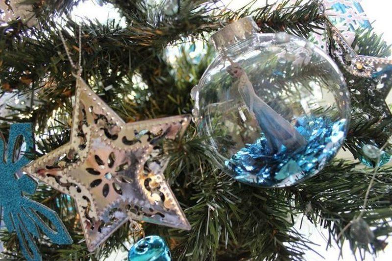 Basteln zu Weihnachten mit Kindern Baumkugel Eiskönigin Elsa