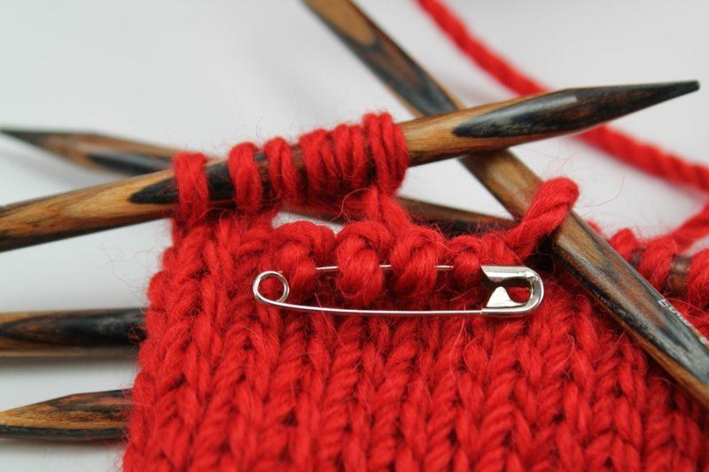 Geschenke für Männer zu Weihnachten selbst gestrickter Kleidungsstück