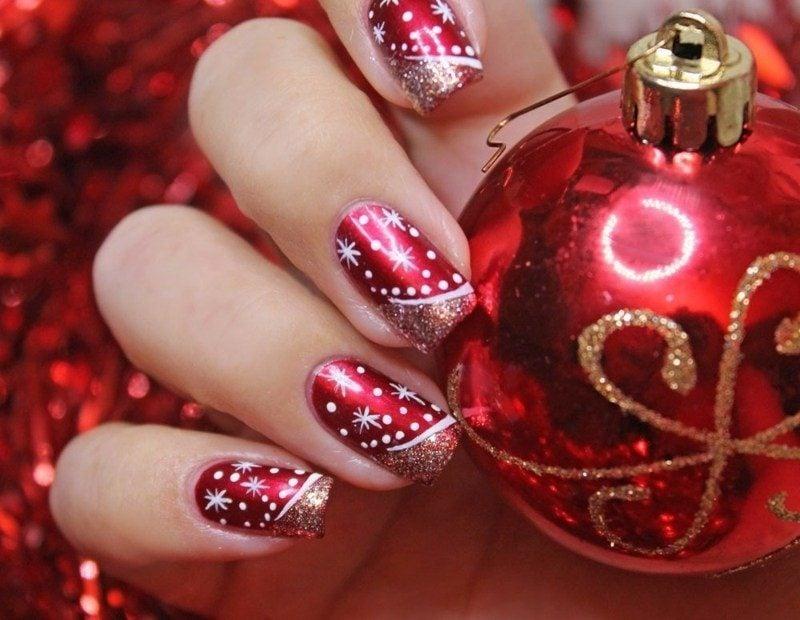 winterliche nailart zu Silvester Nagel mit Airbrush gezeichnet